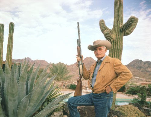 Goldwater con rifle