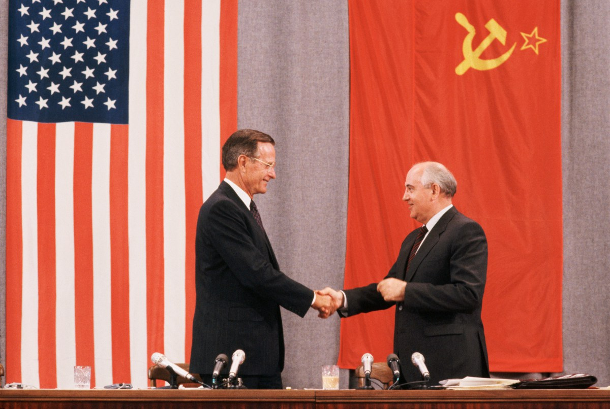 31 Jul 1991, Moscow, Russia --- Presidents Bush and Gorbachev shake hands at the end of a press conference about the peace summit in Moscow. --- Image by © Peter Turnley/Corbis